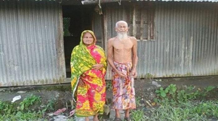 স্ত্রীর ওড়না পরেন স্বামী, লুঙ্গি কেনার টাকা নেই