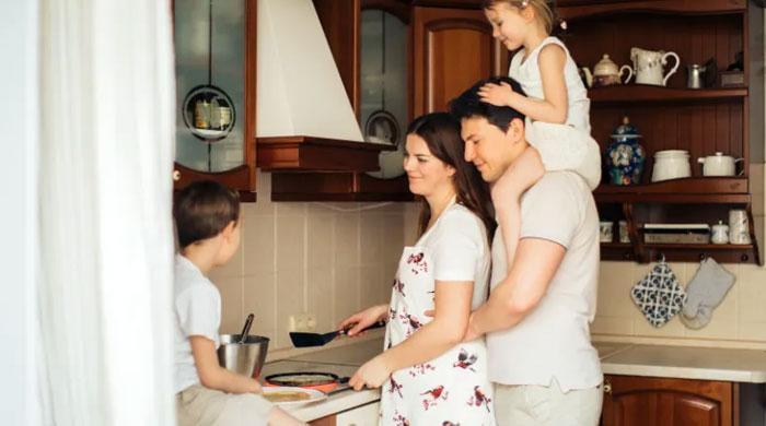 ঘরের-কাজের-জন্য-বউকে-পারিশ্রমিক-দিতে-আদালতের-নির্দেশ