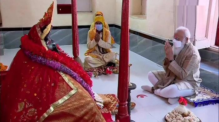 কালীমন্দিরে-পূজা-করলেন-নরেন্দ্র-মোদি