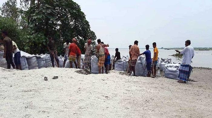 গাইবান্ধায়-তিস্তায়-ভাঙনের-মুখে-হাজারও-বসতবাড়ী