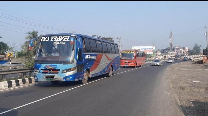 ঢাকা-টাঙ্গাইল-মহাসড়কে-চলছে-গণপরিবহন