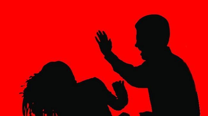 স্বামীকে-তালাক-দেওয়ায়-স্ত্রীকে-কুপিয়ে-জখম