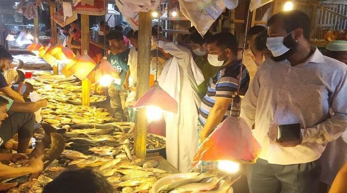 'সর্বাত্মক-লকডাউন'-বাজারে-মানুষের-উপচে-পড়া-ভিড়-