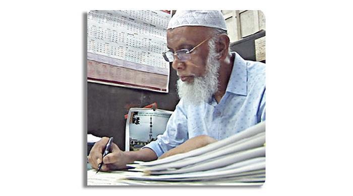 ৪৬-বছর-ধরে-ঢাবি-শিক্ষার্থীদের-সনদ-লিখেছেন-তিনি,-অবশেষে-অবসরে-যাচ্ছেন