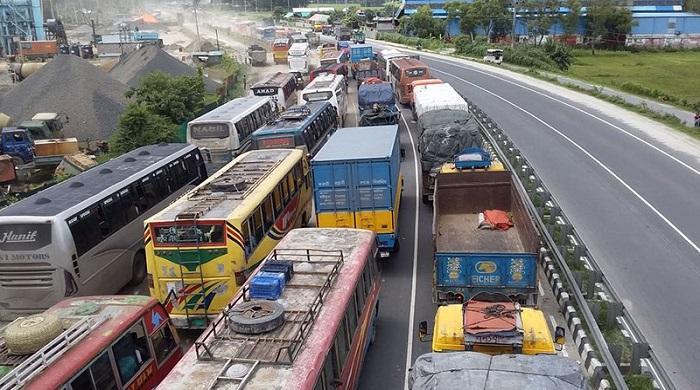 ঢাকা-টাঙ্গাইল-মহাসড়কে-২৩-কিলোমিটার-দীর্ঘ-যানজট