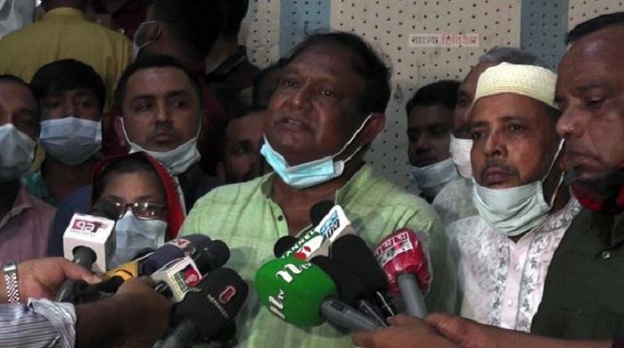 রংপুরে সাংবাদিকদের সঙ্গে কথা বলছেন বাণিজ্যমন্ত্রী টিপু মুনশি